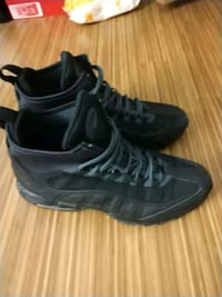 pair of black Nike basketball shoes Chicago, 60625