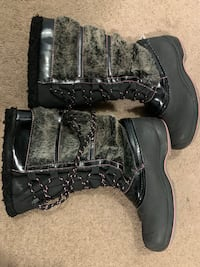 Girls shoes boots size 3 like new  Looking for best offer thanks London, N6E 3H8