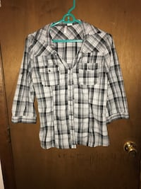 White and black plaid button-up long-sleeve shirt