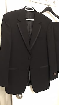 Suit for men. Brand new.Styled in Italy Milton, L9E