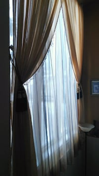 white sheer window curtain and beige valance curta Boisbriand, J7G