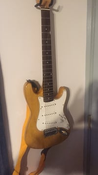 Brown and white stratocaster electric guitar Johnston, 02919