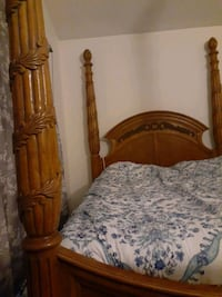 4 post queen bed frame beautiful good condition