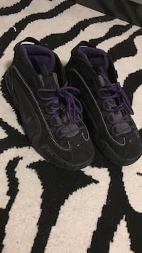 Black and purple nike basketball shoes size 5 Capitol Heights, 20743