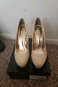 Size 10 Just fab shoes never worn Towson