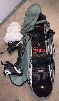Snowboard boots and snow pants and board bag  Edmonton, T5A