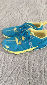 Womens 7 ON Cloudflyer Running Shoes - Yellow/Blue Ashburn