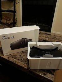black Samsung Gear VR goggles with box