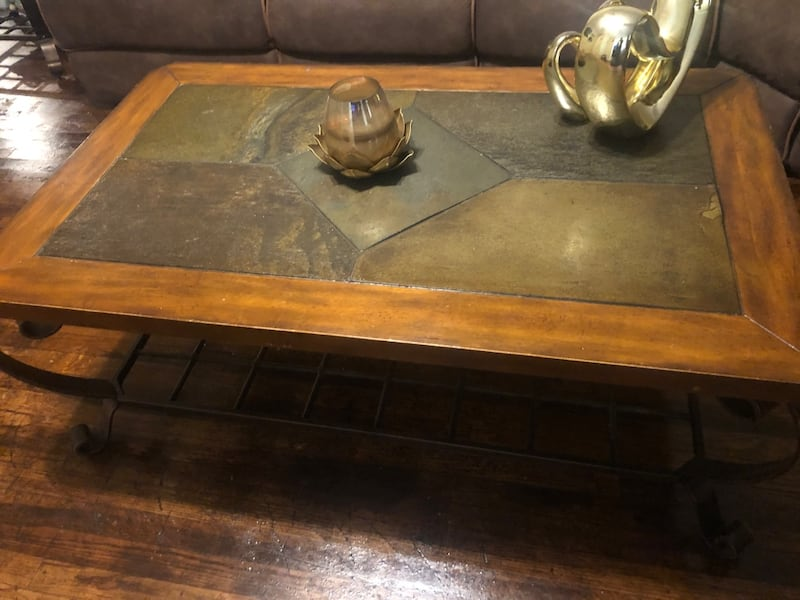 Coffee table and end table 1c2df004-b3f3-4ed5-b073-ca9a72a60d4a