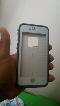 white and black iPhone case 3118 km