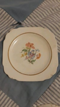 white and yellow floral ceramic plate Cookeville, 38506