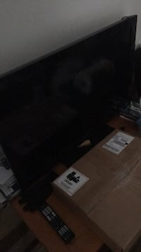 black flat screen TV with remote Jacksonville, 28540