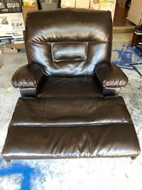 Leather recliner with charger outlet.  Aldie, 20105