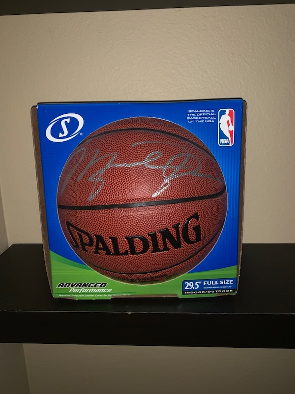 the latest e0368 cf9ae Michael Jordan signed basketball