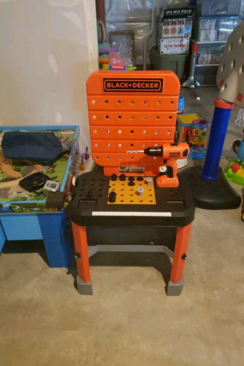 Photo Kids black and decker tool bench