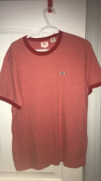 red and black crew-neck shirt Pense No. 160
