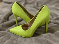 Neon yellow snake skin heels   Woodbridge, 22191