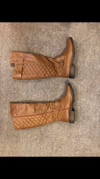 pair of brown leather boots Melrose, 02176