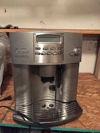 Delonghi espresso machine - great and working condition Coquitlam