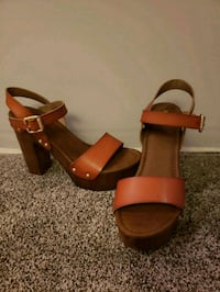 pair of brown leather open-toe heeled sandals Jerseyville, 62052