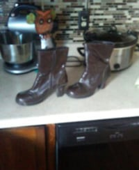 Women's boots size 9m I had for surgery can't wear Hubbard, 44425