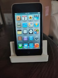 32GB iPod touch with dock Kitchener, N2C 2L1