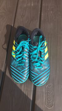 Boys Adidas Nemesis soccer shoes - size 3 Mississauga, L4Z 0B4