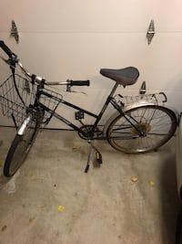 Commuter bike with basket Hamilton, L9B