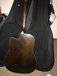 Black and brown wooden guitar Plano, 75023