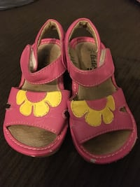Little Soles Squeaky Sandals Sz 6 Vancouver, V5N 1S8