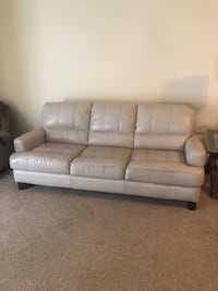 Leather couch  Newport News, 23601