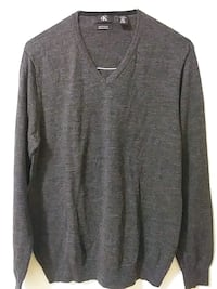 gray V-neck long-sleeved shirt Toronto, M3C 1C2