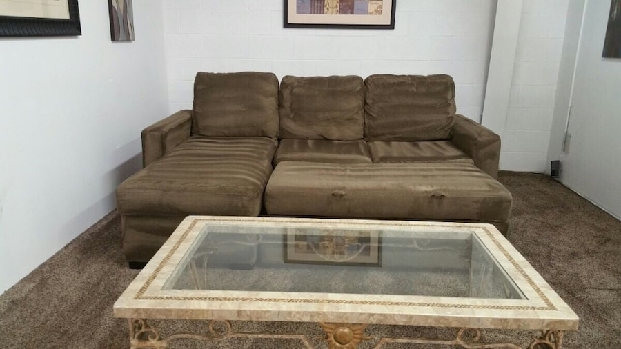 Sectional in albany letgo for Albany sahara sectional sofa chaise