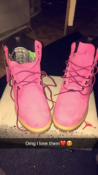 Pair of pink timberland work boots 319 mi