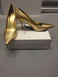 gold-colored Nine West pointed-toe heeled pumps with box New York, 10466