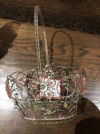 Brand New Chrome Metal Beaded Basket Still with tag Easter Collection  Asking price $ 5.00 Original price $8.99 Montréal