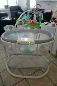 Fisher price bassinet  Miami, 33127