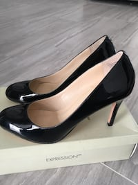 Brand new heels- *Expression from The Bay* size 7.5 545 km