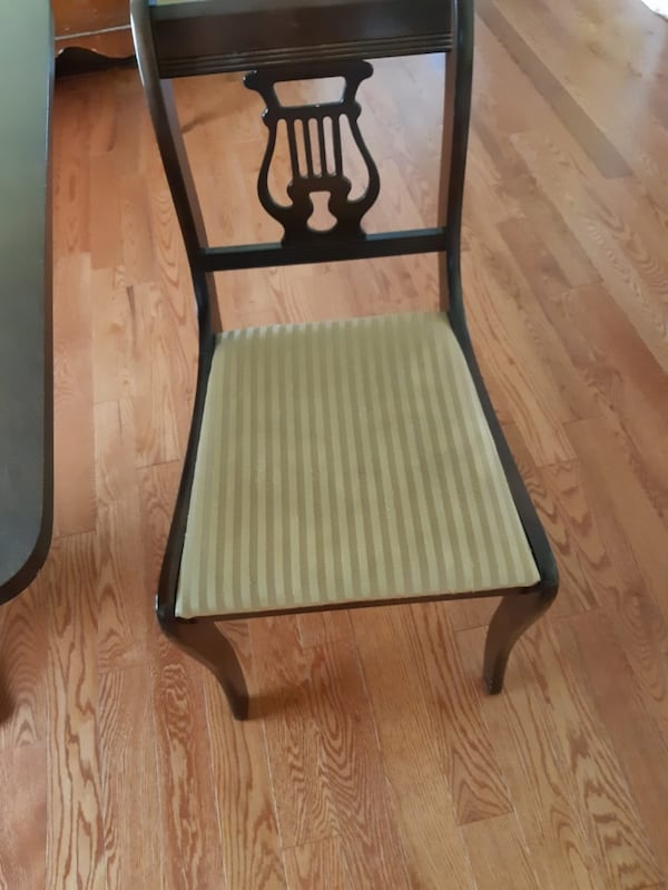 3 chairs for sale 6017d696-64b3-4213-91c5-5c5c4f8b57fa