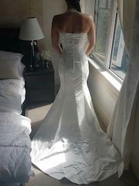 Stunning wedding dress Was $1600 sz 2