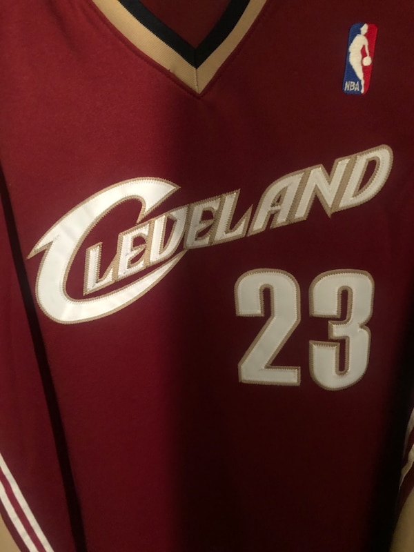 2004  played in Lebron james rookie jersey with authentication bf450c1a-3ef0-410e-b4ba-8fecf4fe5392
