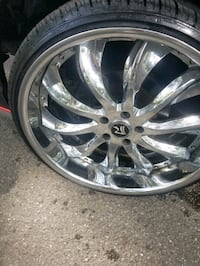 22inch Ruccis 5 lug fits Chevy and Fords. And Chrysler  great shape...