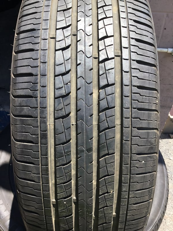 automotive tire set 0e4cddcf-56c5-479c-86df-1adb16499e42