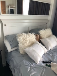 White queen headboard and metal frame  Toronto, M5V 2P5
