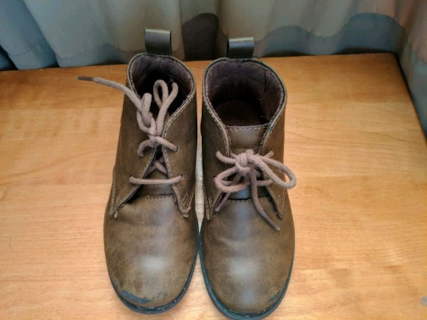 pair of brown leather  boots size 11