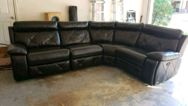 Cindy Crawford Leather Sectional With 2 Recliners