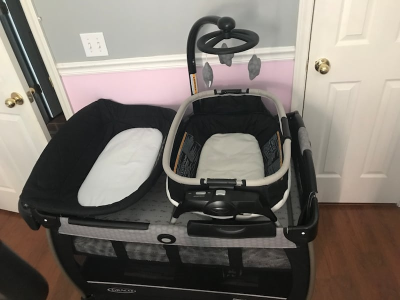 Pack n play *** Mattress Included *** b5c2e518-3077-4179-9726-9bf637d12c62