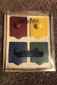 Harry Potter cookie cutters, set of 4, new in box. Crests of Hogwarts