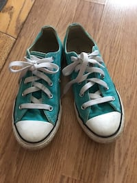 Youth girls size 2 converse  Crescent Springs, 41017