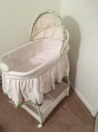 Baby's green and white printed bassinet Suffolk, 23435
